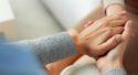 Как успокоить человека словами: психологическая помощь