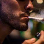 Курение повышает давление или понижает?